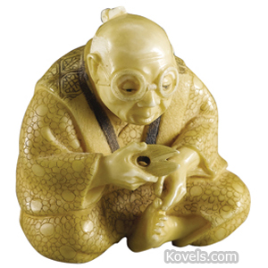 Netsuke Ivory Man Seated Cutting Toenails Late 19th Century